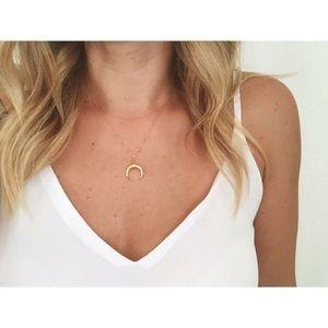 Jewelry - ❤️New! Dainty boho half moon necklace❤️